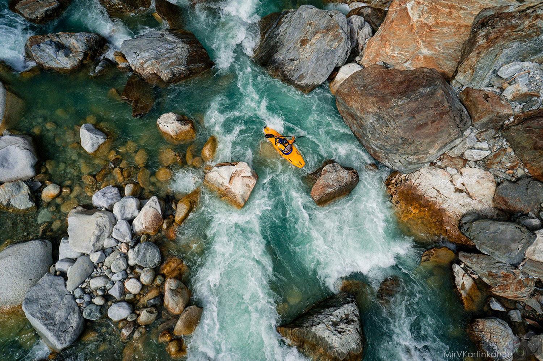 байдарочник на реке