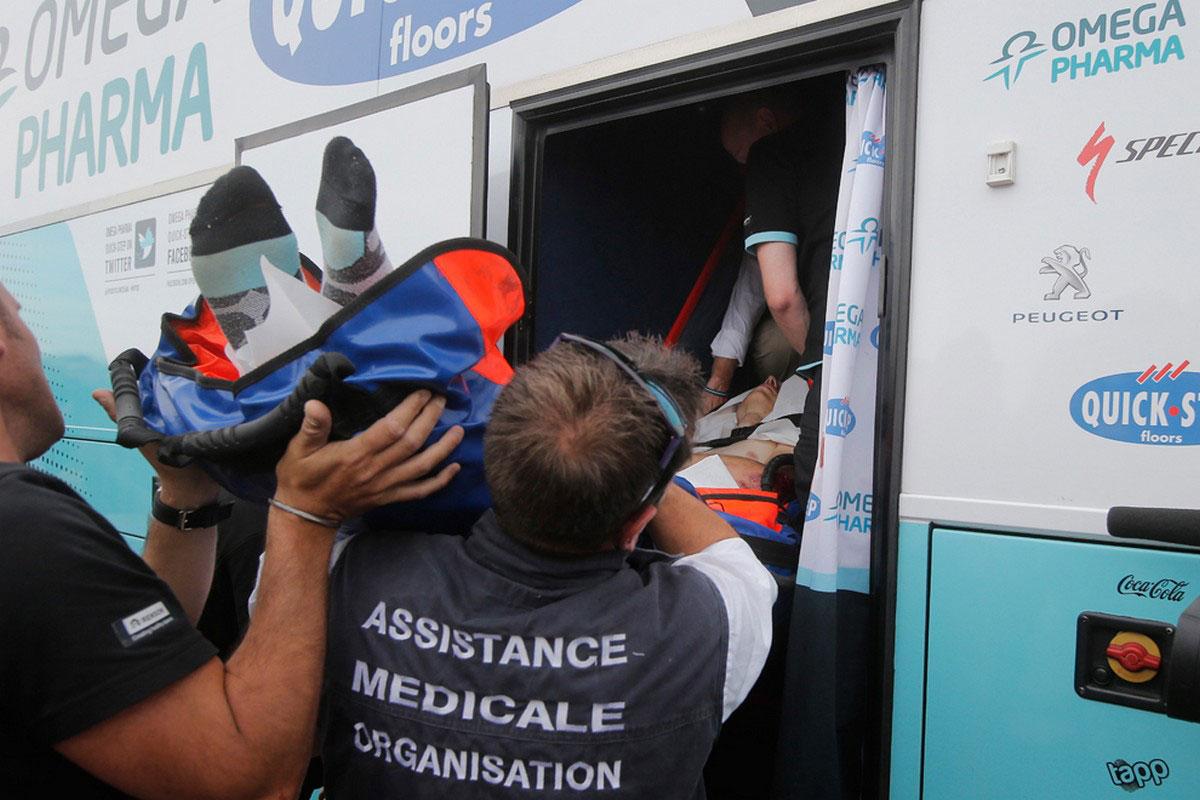 спортсмена увозят в больницу