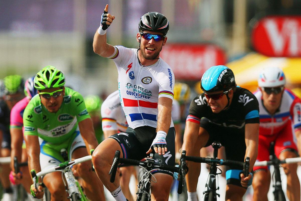 Марк Кавендиш из Великобритании празднует победу