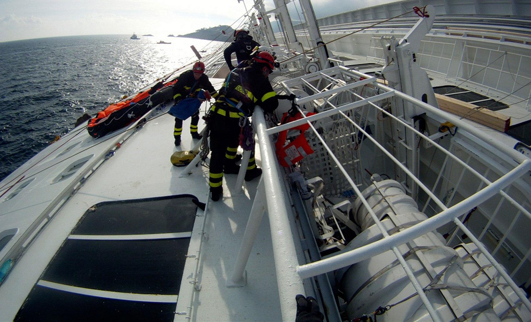 пожарные на круизном лайнере, фото