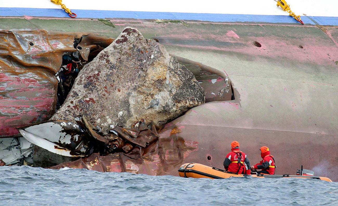 разбитый корабль, фото