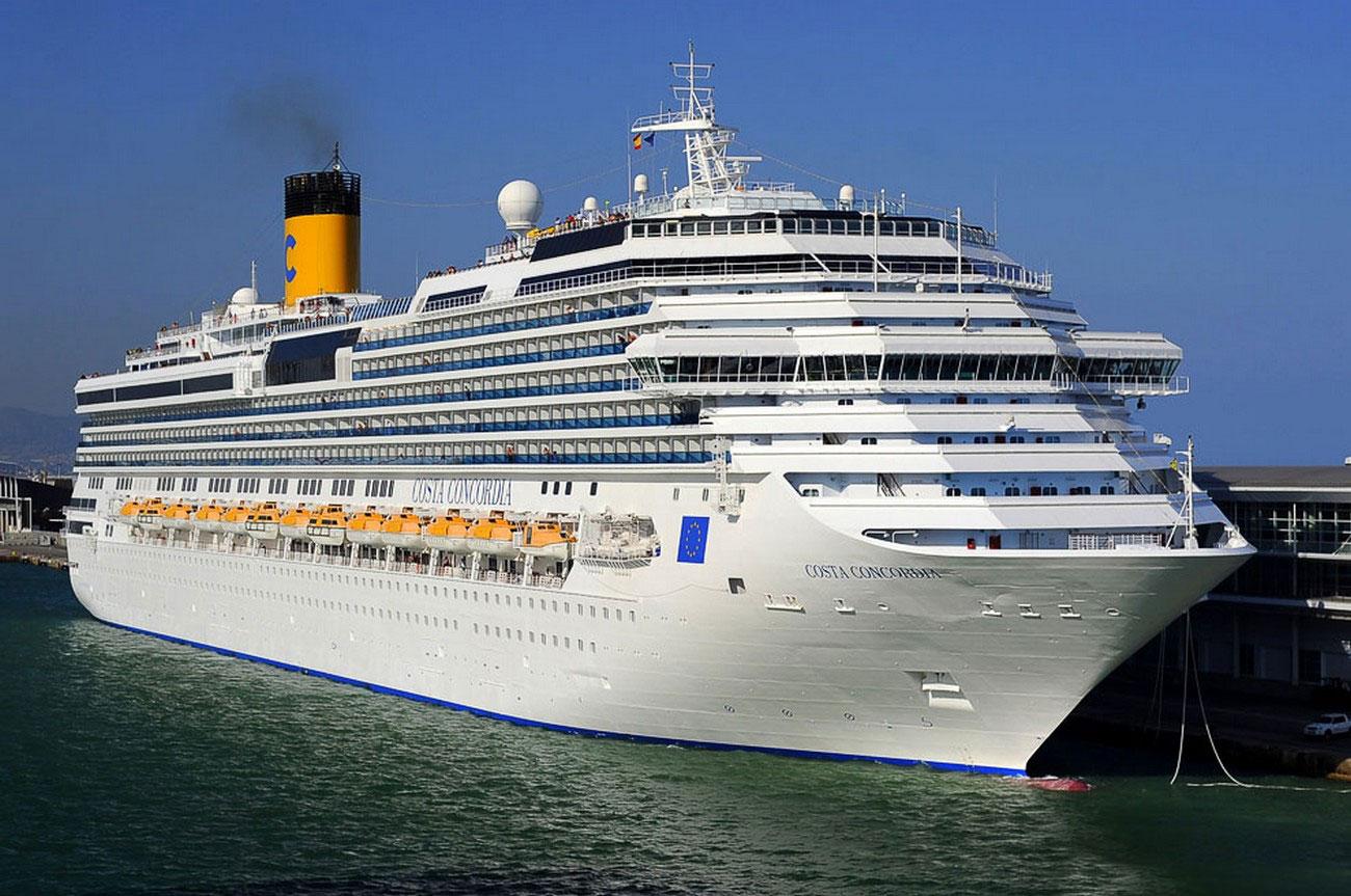 Пассажирское круизное судно Costa Concordia, фото