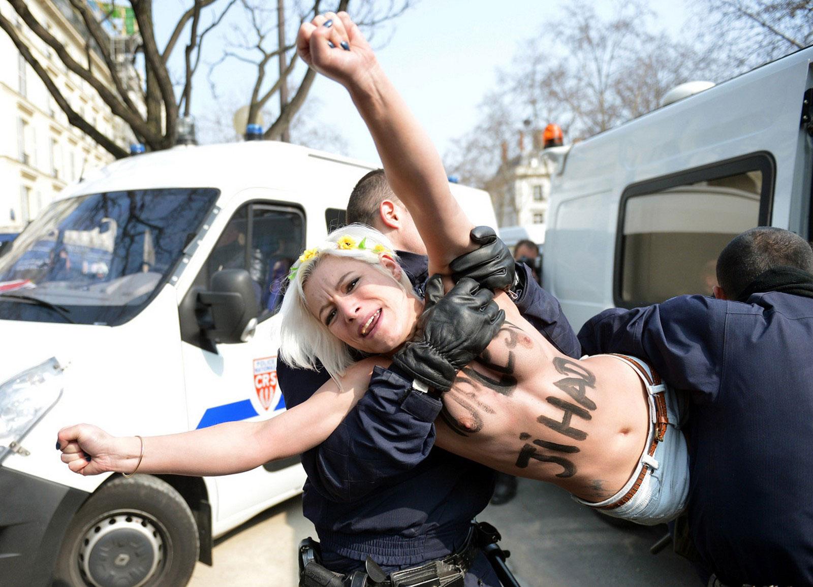 арест демонстрантки
