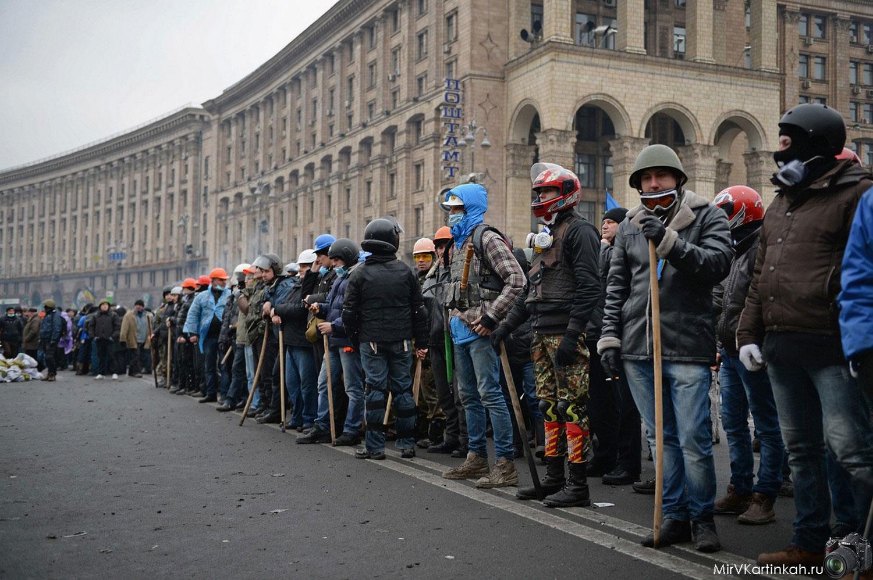 люди на площади Киева