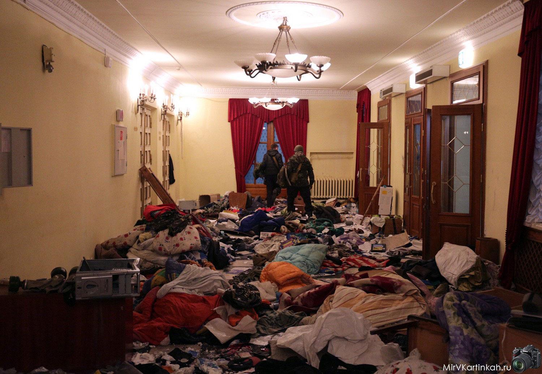 мусор в Октябрьском дворце