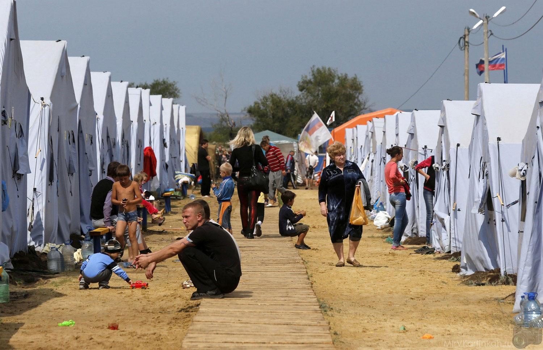 Беженцы в палаточном лагере