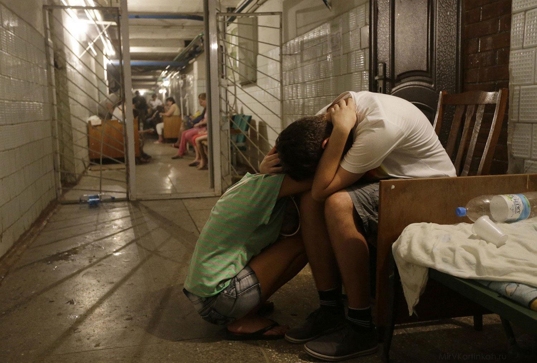 жители прячутся в подвале больницы