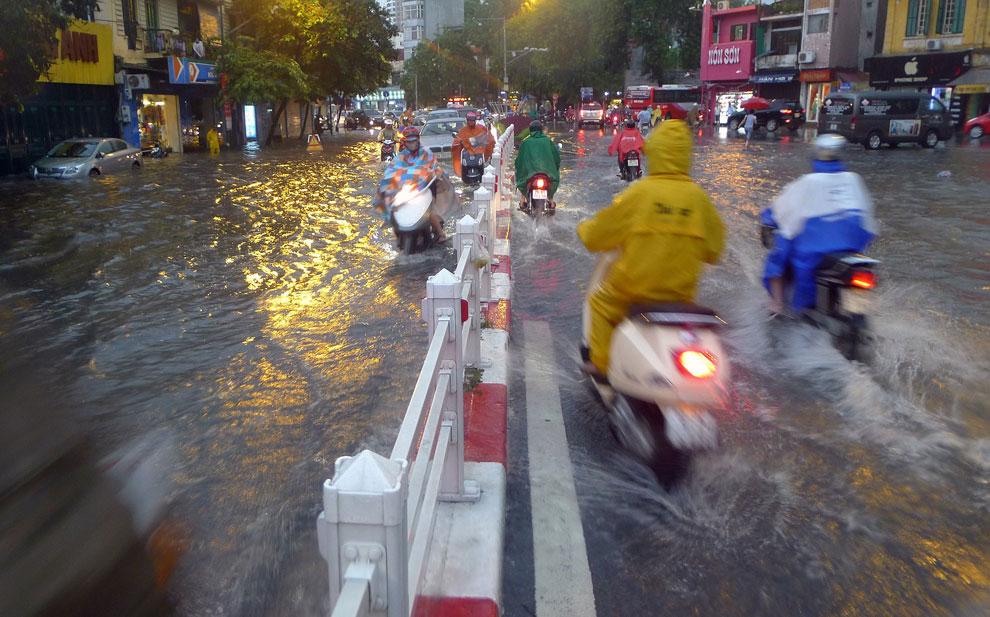 тайфун Kai-Tak северный Вьетнам