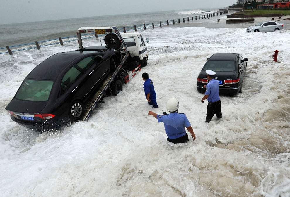 тайфуном Bolaven в Циндао, Китай