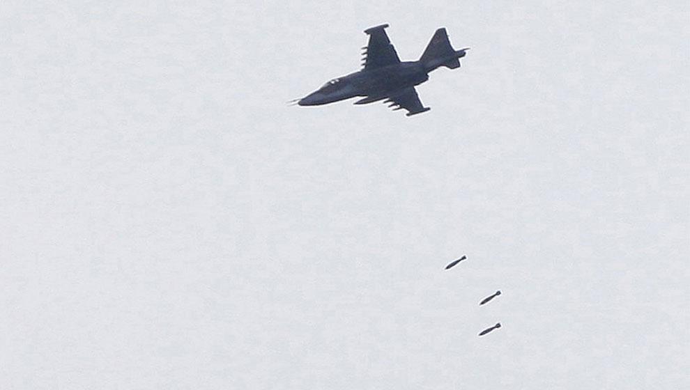 истребитель бомбит город Гори в Грузии, фото