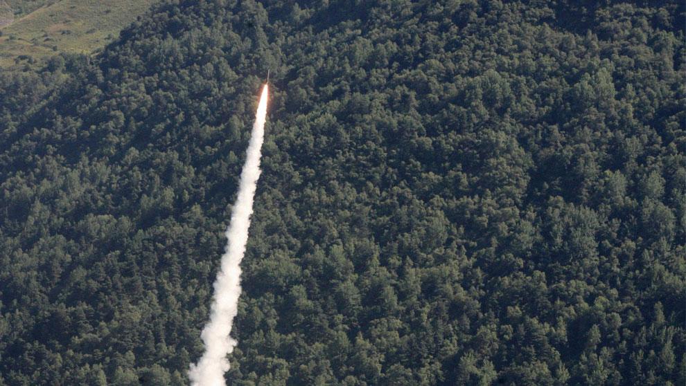 русские войска запустили ракету, фото