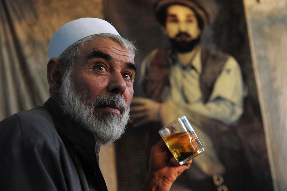 Афганец за чаепитием