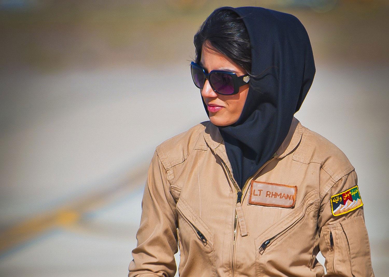 женщина пилот