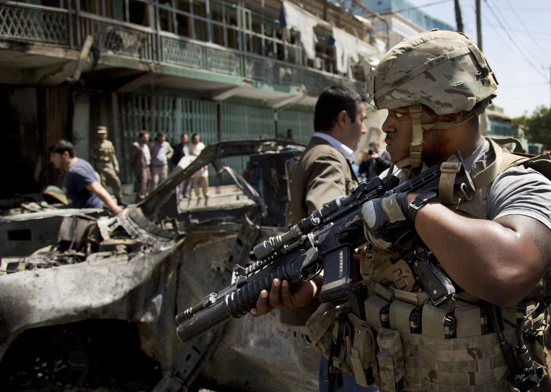Американский солдат на месте взрыва