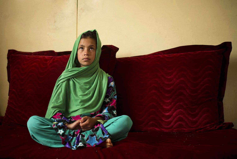 Афганка на диване
