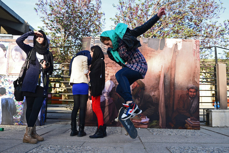 Молодежь на скейтах