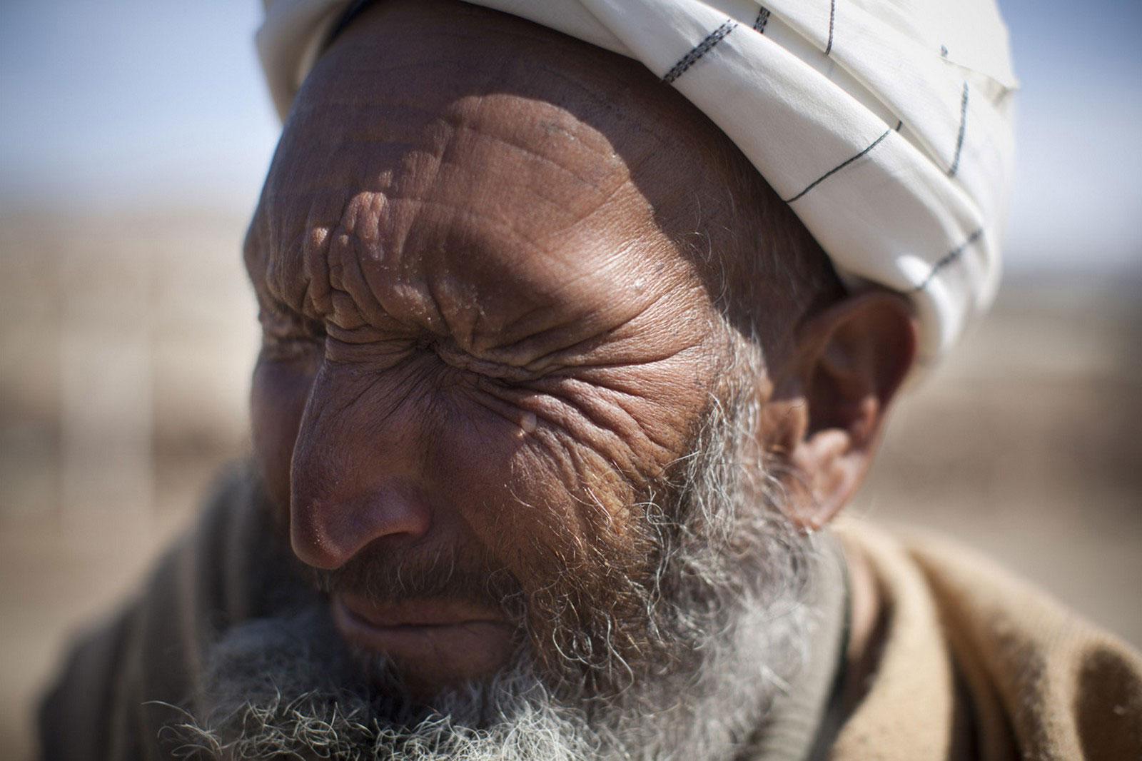 плачущий афганец