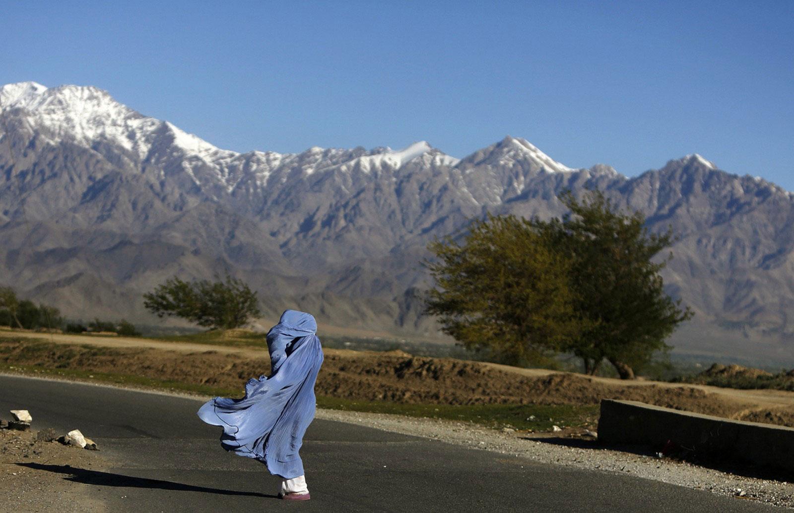 Афганская женщина в парандже