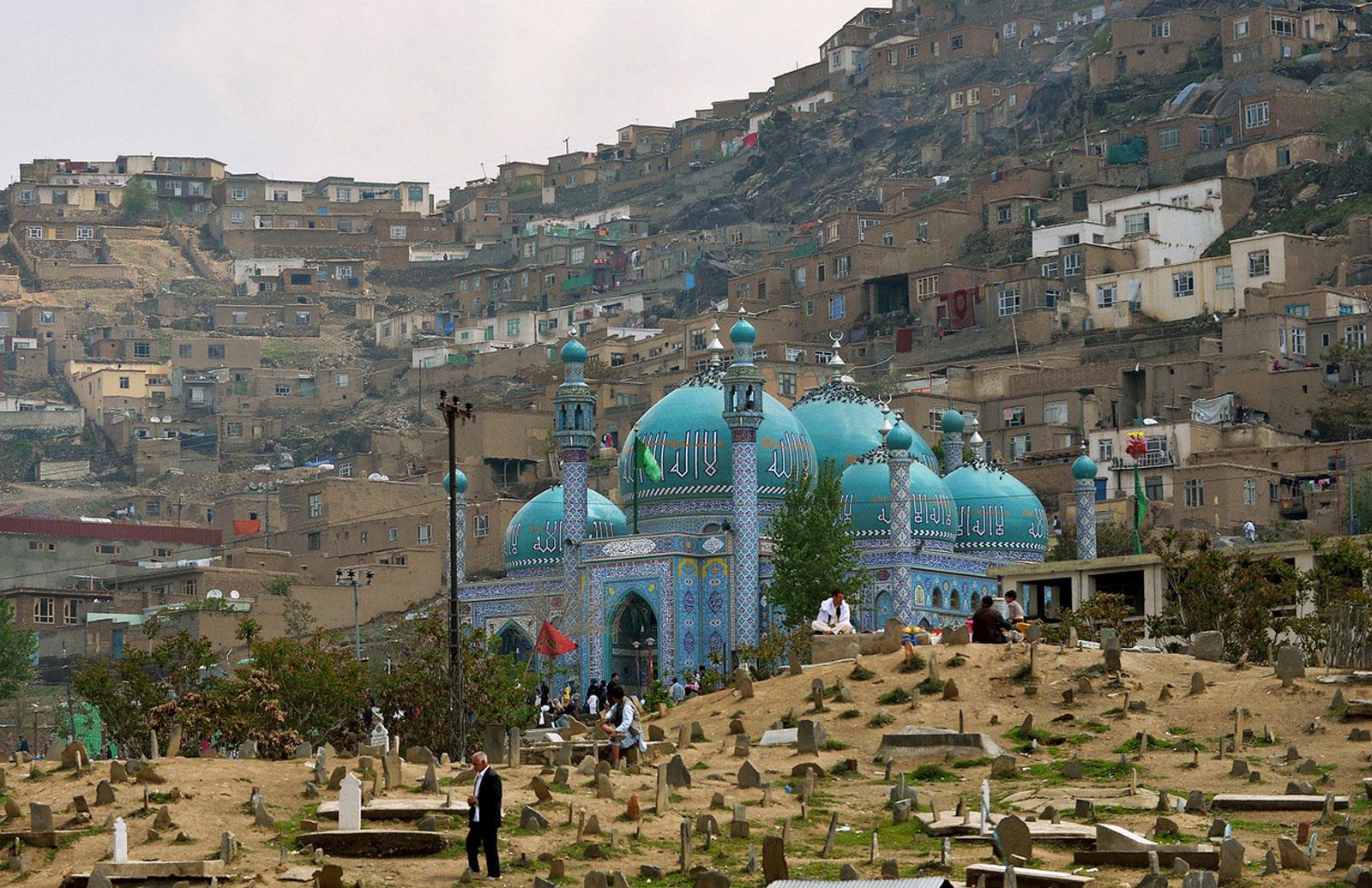 Афганцы на кладбище