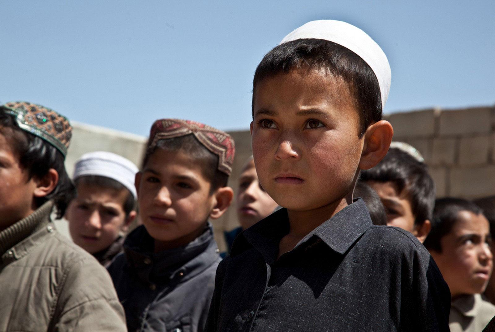Дети в районе Газни