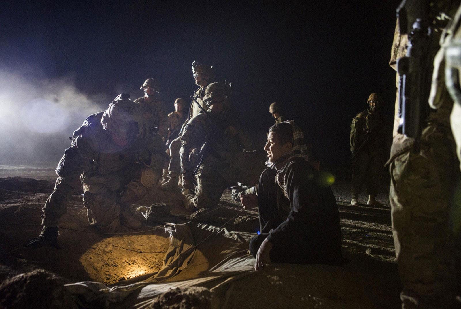 ></span></span>Солдаты спасают ребенка