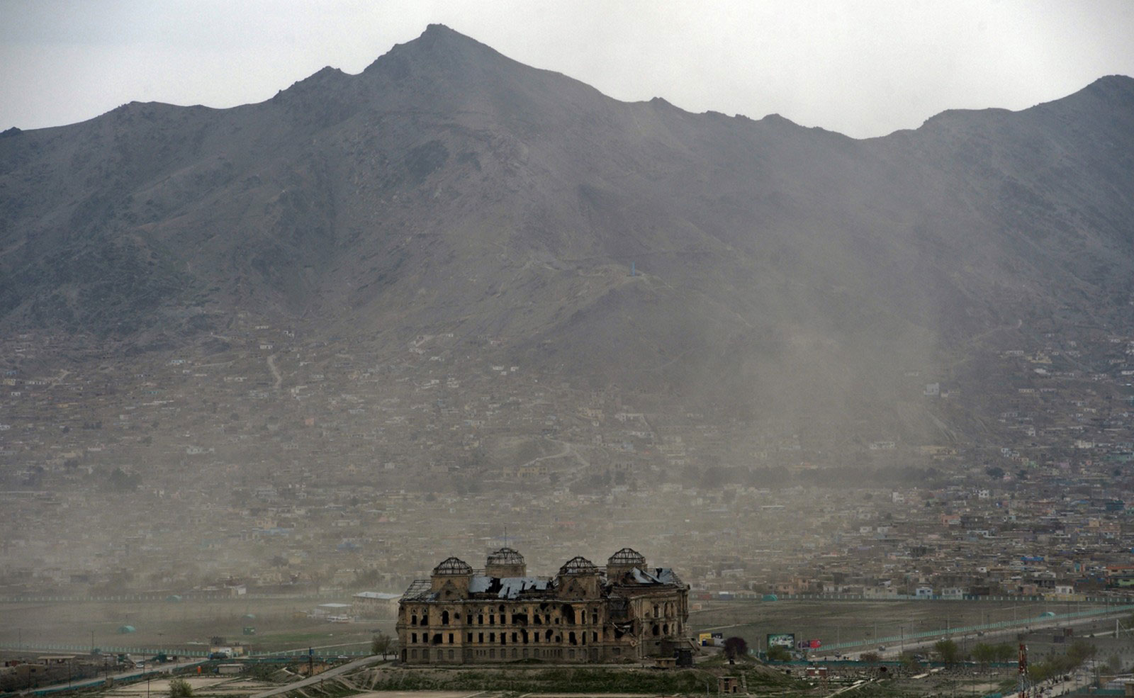 разрушенный дворец Дар уль Аман в Кабуле