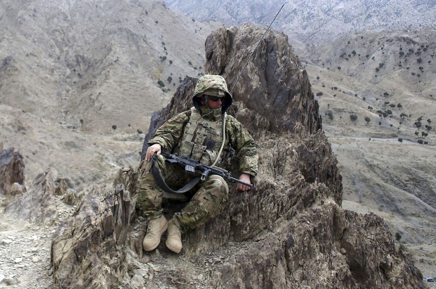 солдат США в засаде, фото из Афганистана
