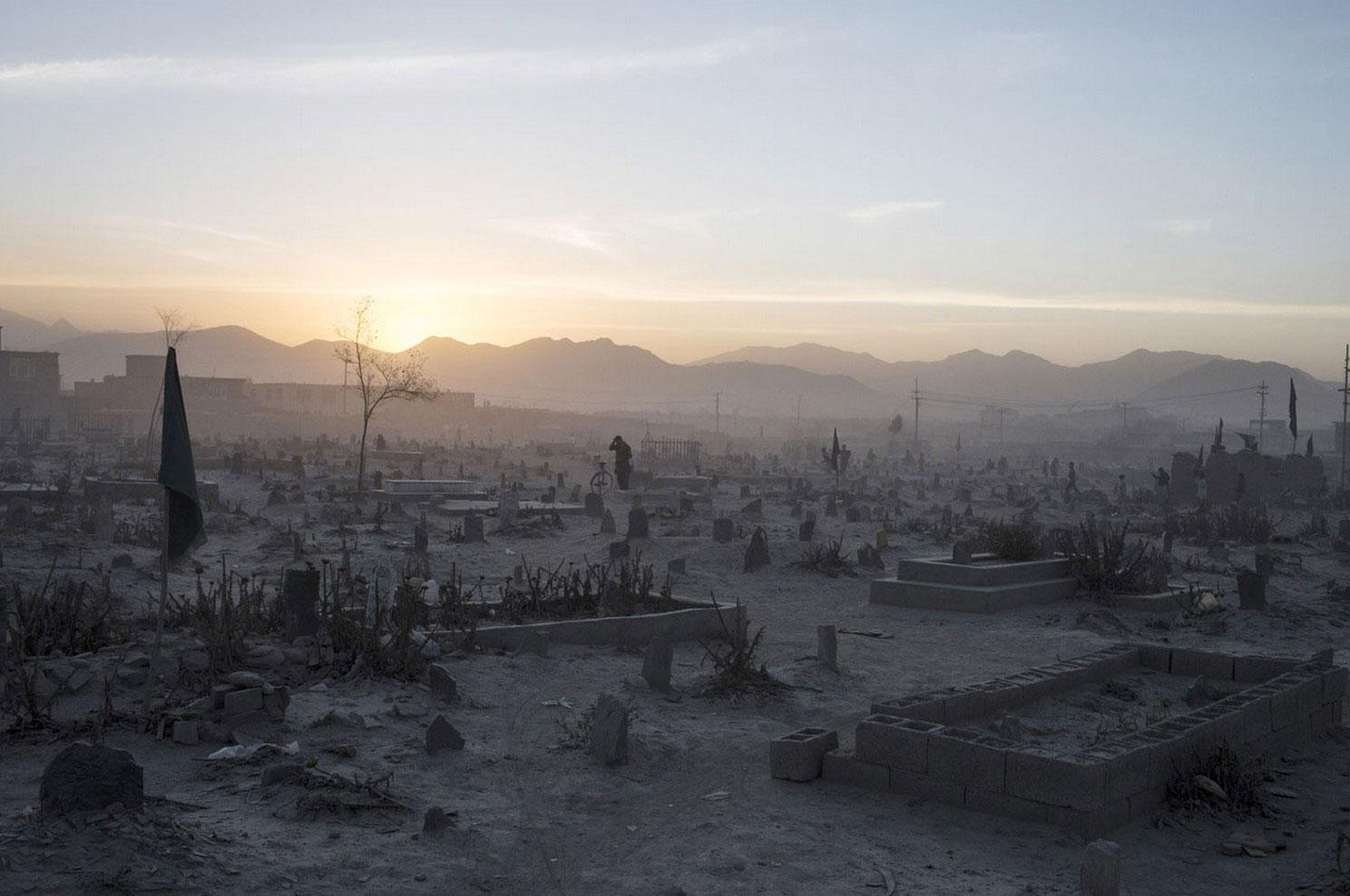 на кладбище в Кабуле, фото