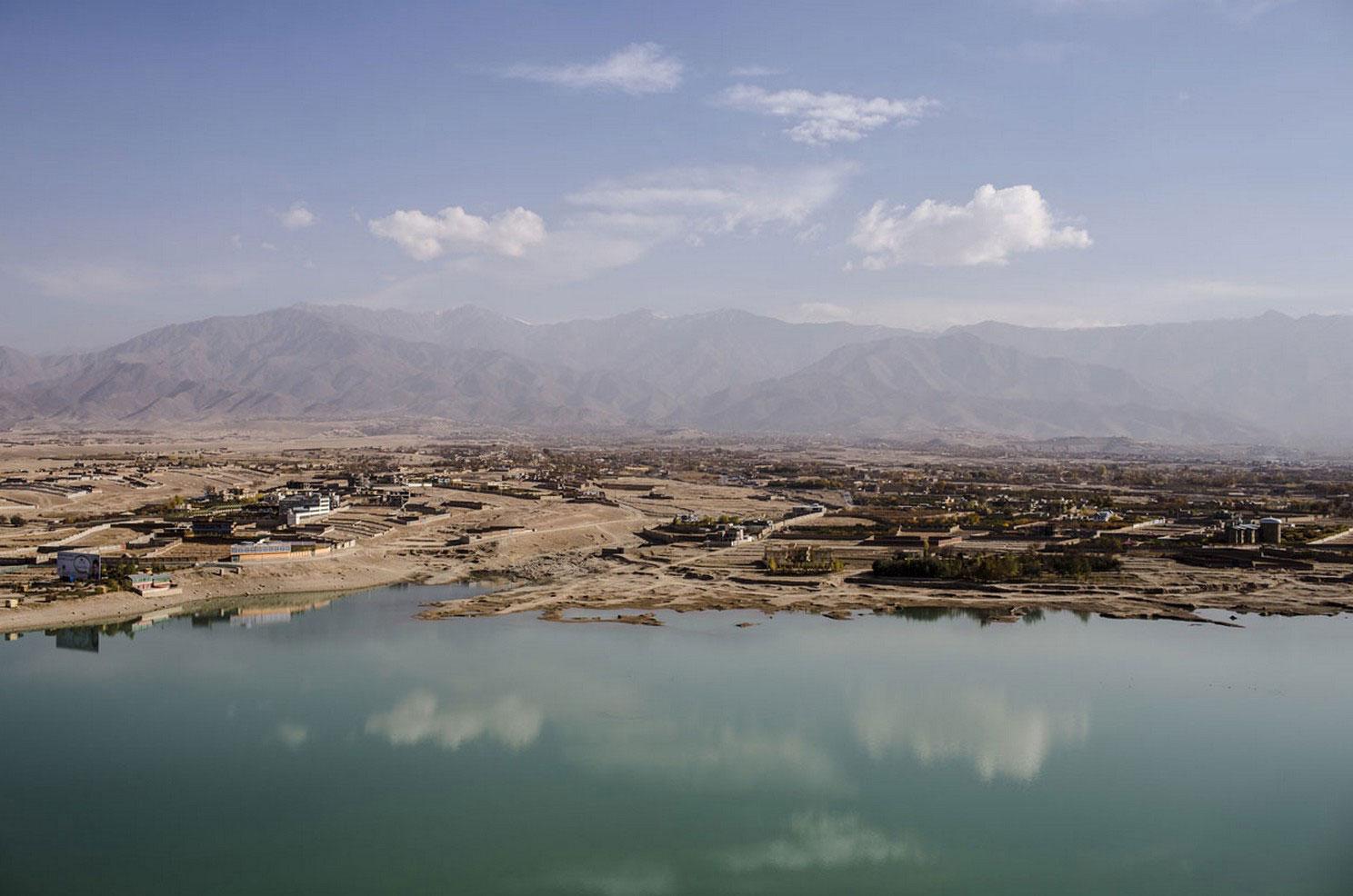 озеро Афганистана, захваченное талибами