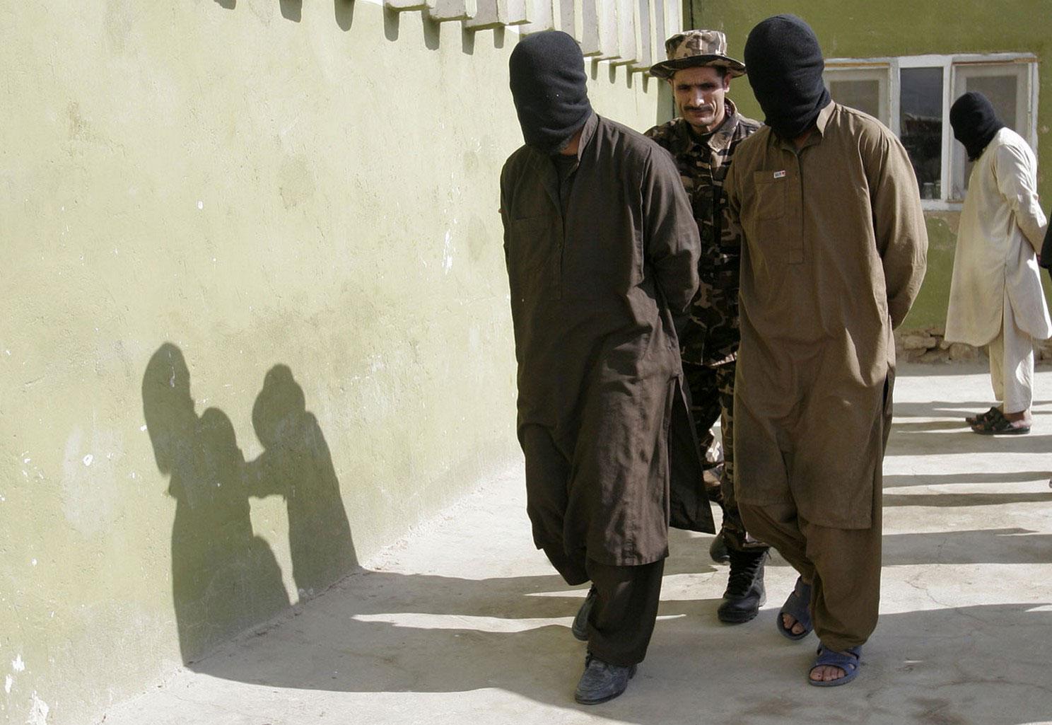 захваченные талибы в провинции Газни