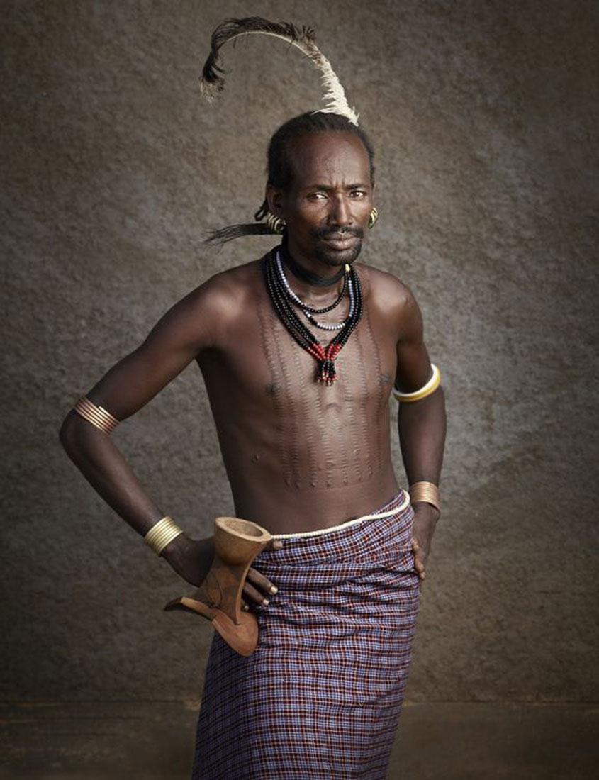 мужчины племени пасут скот, фото, Эфиопия, Африка