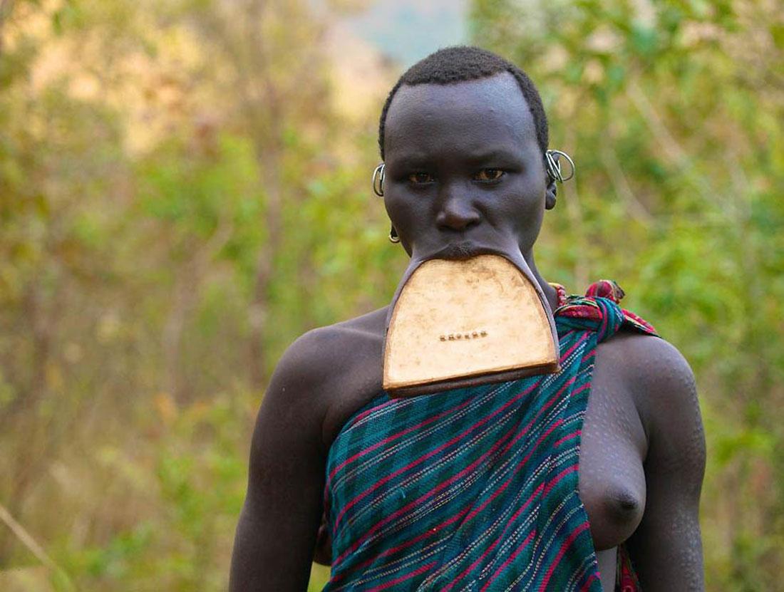 Женщина из племени Сурма, фото, Африка