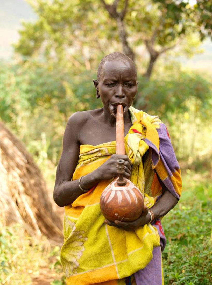 курение трубки племенами, фото, Африка