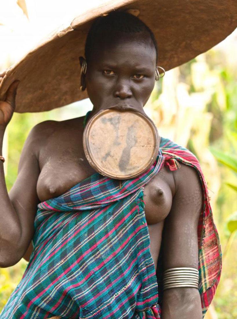 туристы фотографируют эфиопские племена, фото, Африка