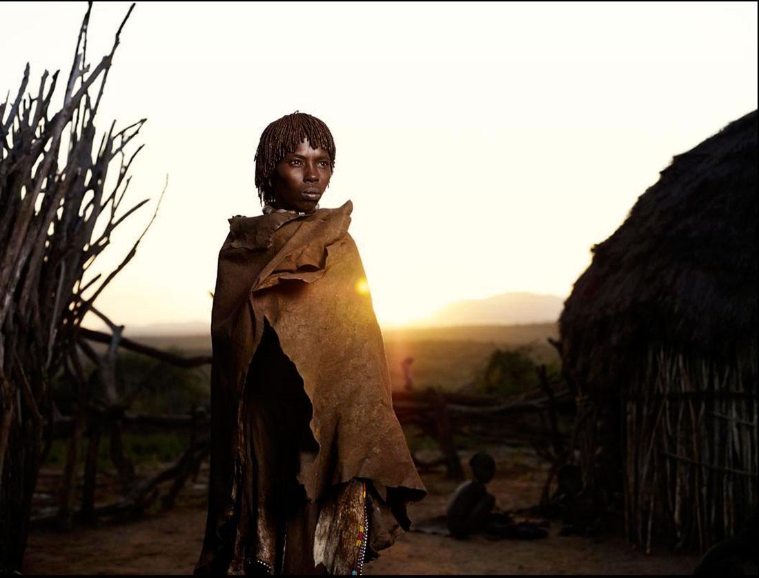 население племени часто голодает, Африка