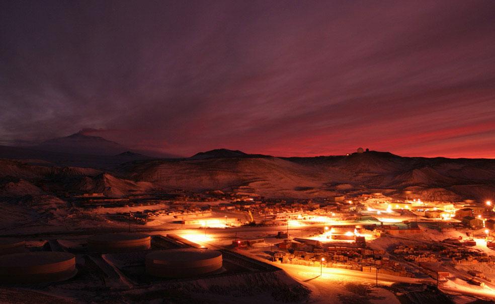Восход солнца над станцией Мак-Мердо, Антарктида, фото