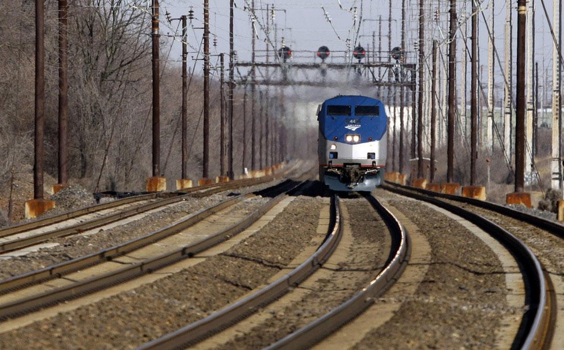 Поезд с бараком обамой приближается к