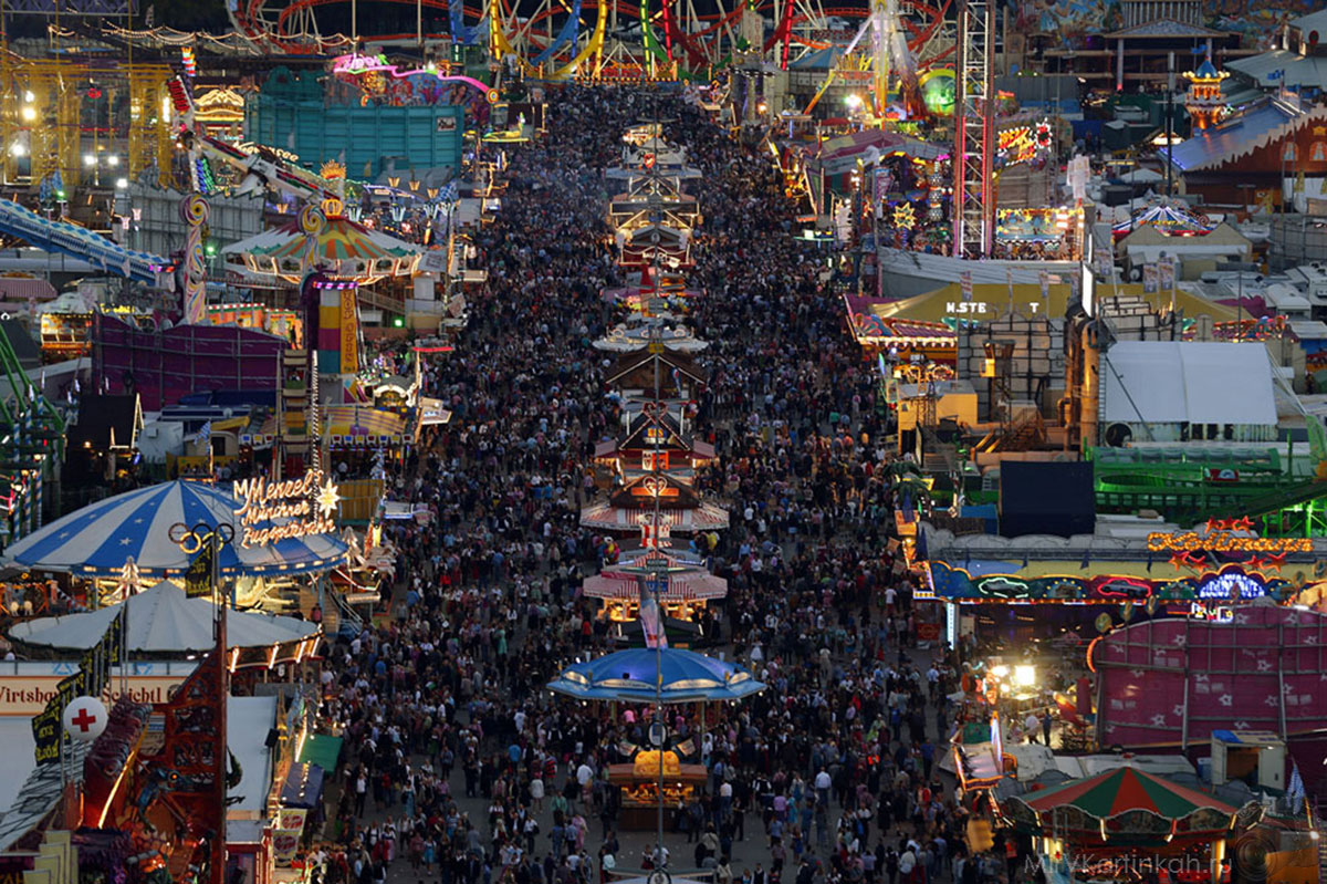 Толпы людей
