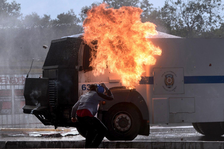 участник протестов в Турции
