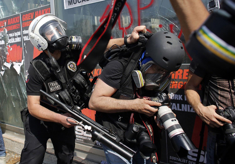 фотографы на месте протестов