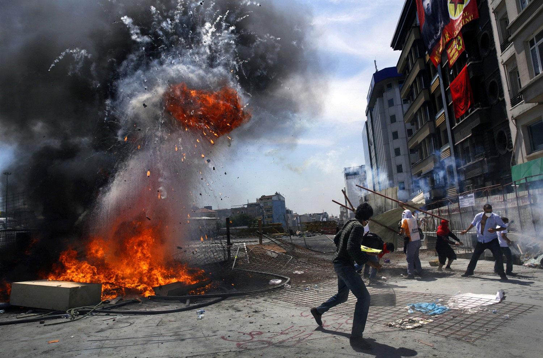 Взрыв баррикады