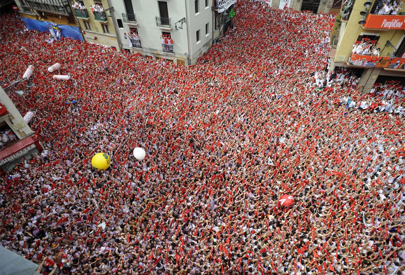 народ на корриде в Испании