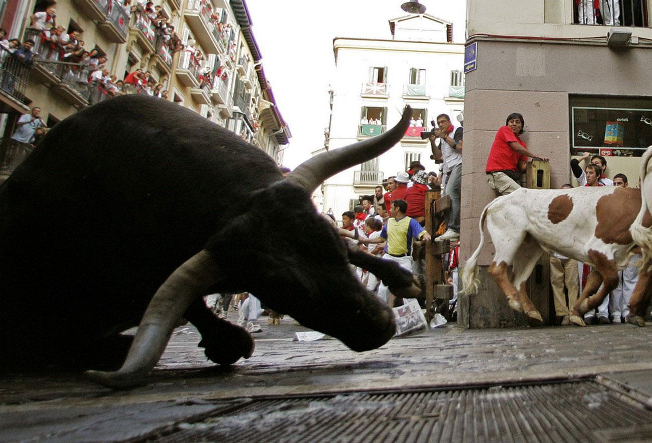 падение боевого испанского быка