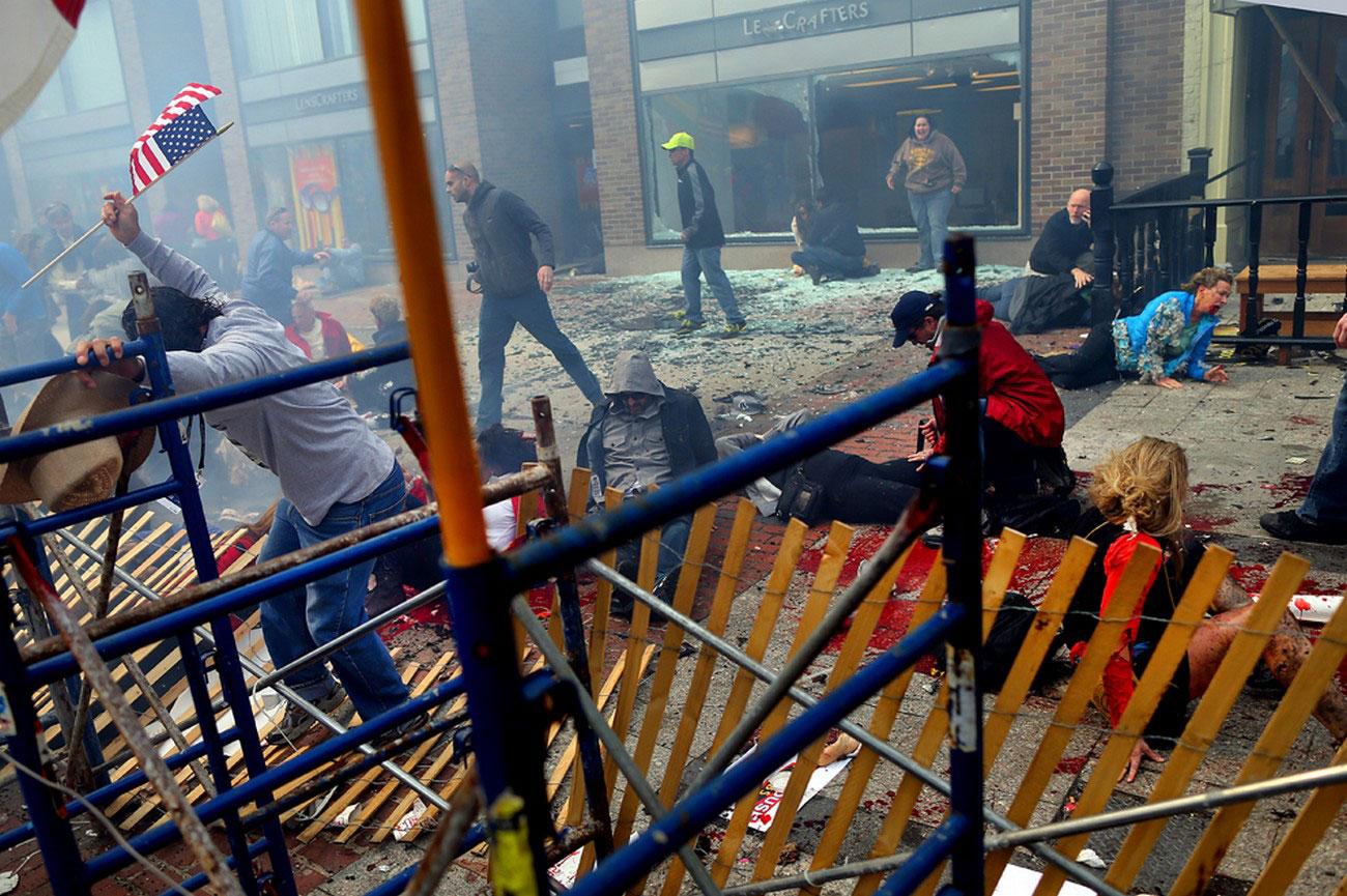 Разрушения и жертвы на месте взрыва в Бостоне