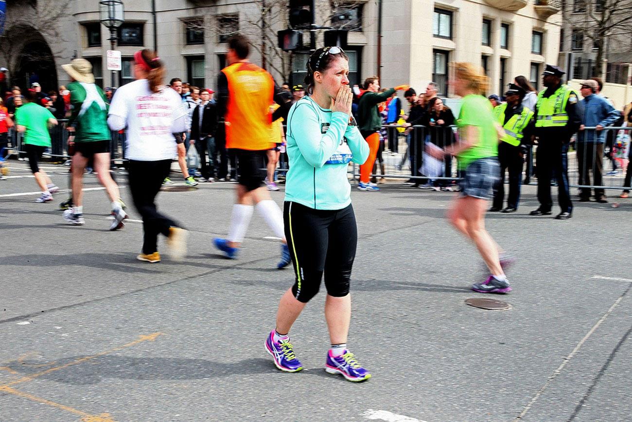 женщина на бостонской площади