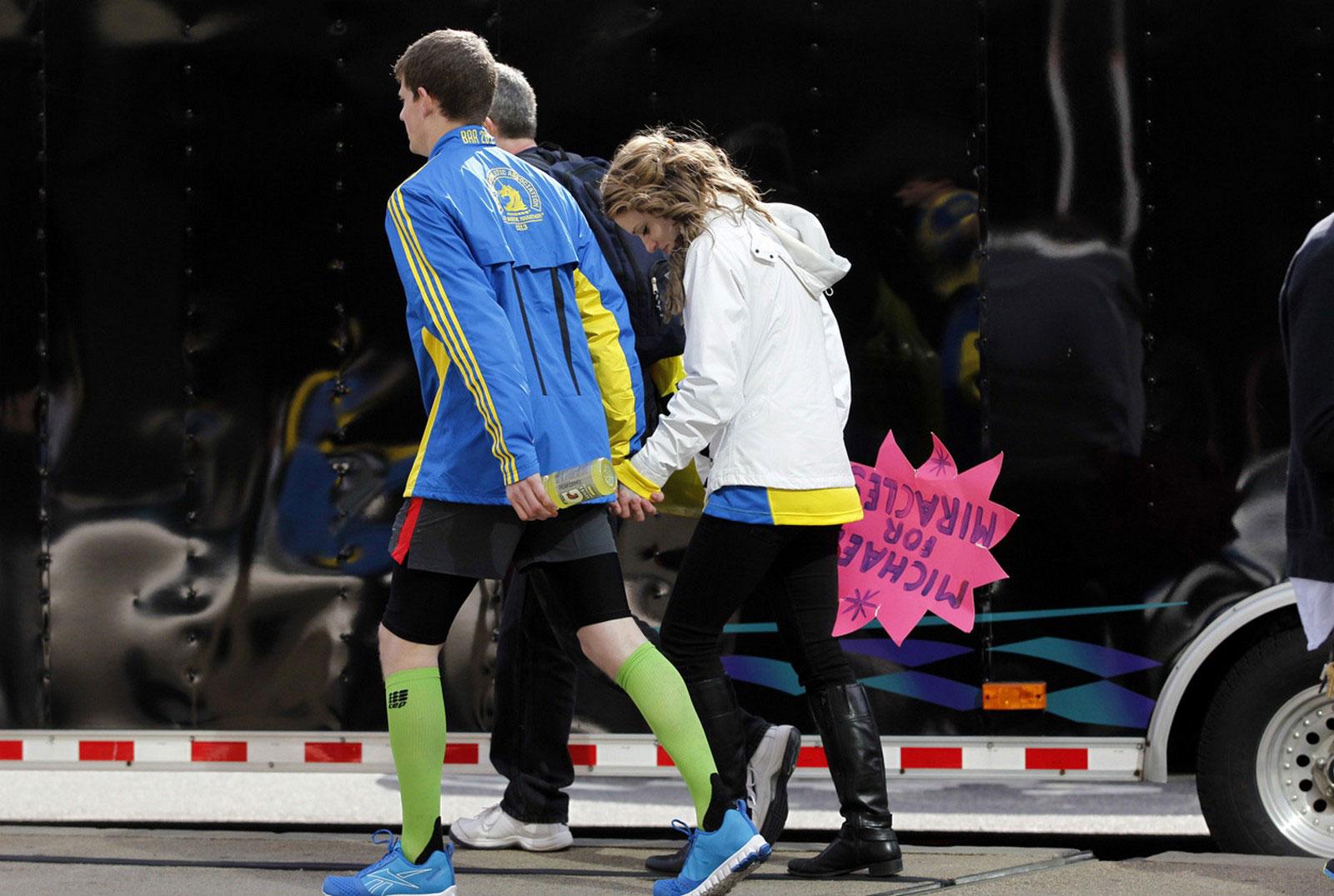 Люди покидают Бостонскую площадь