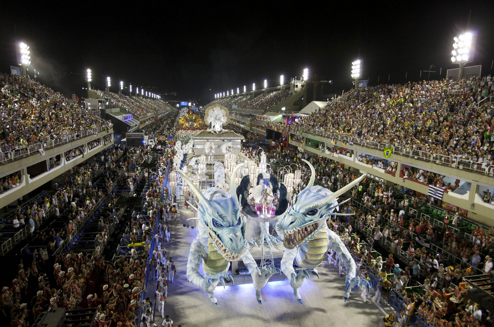 Шествие артистов в Рио