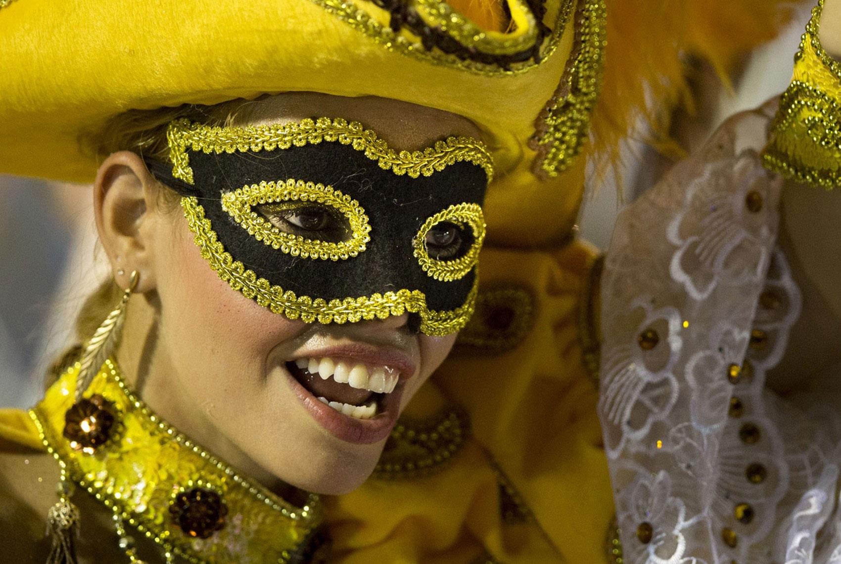 Участники ежегодного бразильского парада, фото
