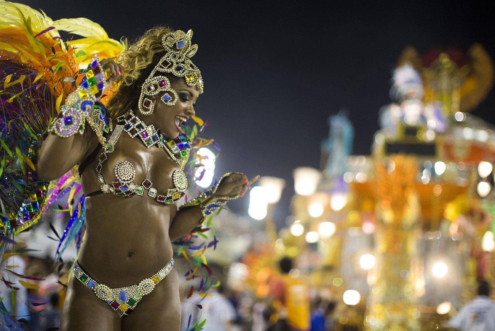 Исполнительница танца, фото Бразилии