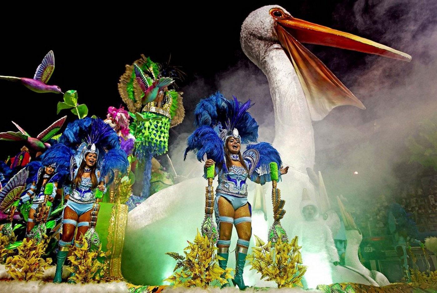 на ежегодном карнавале в Рио, фото